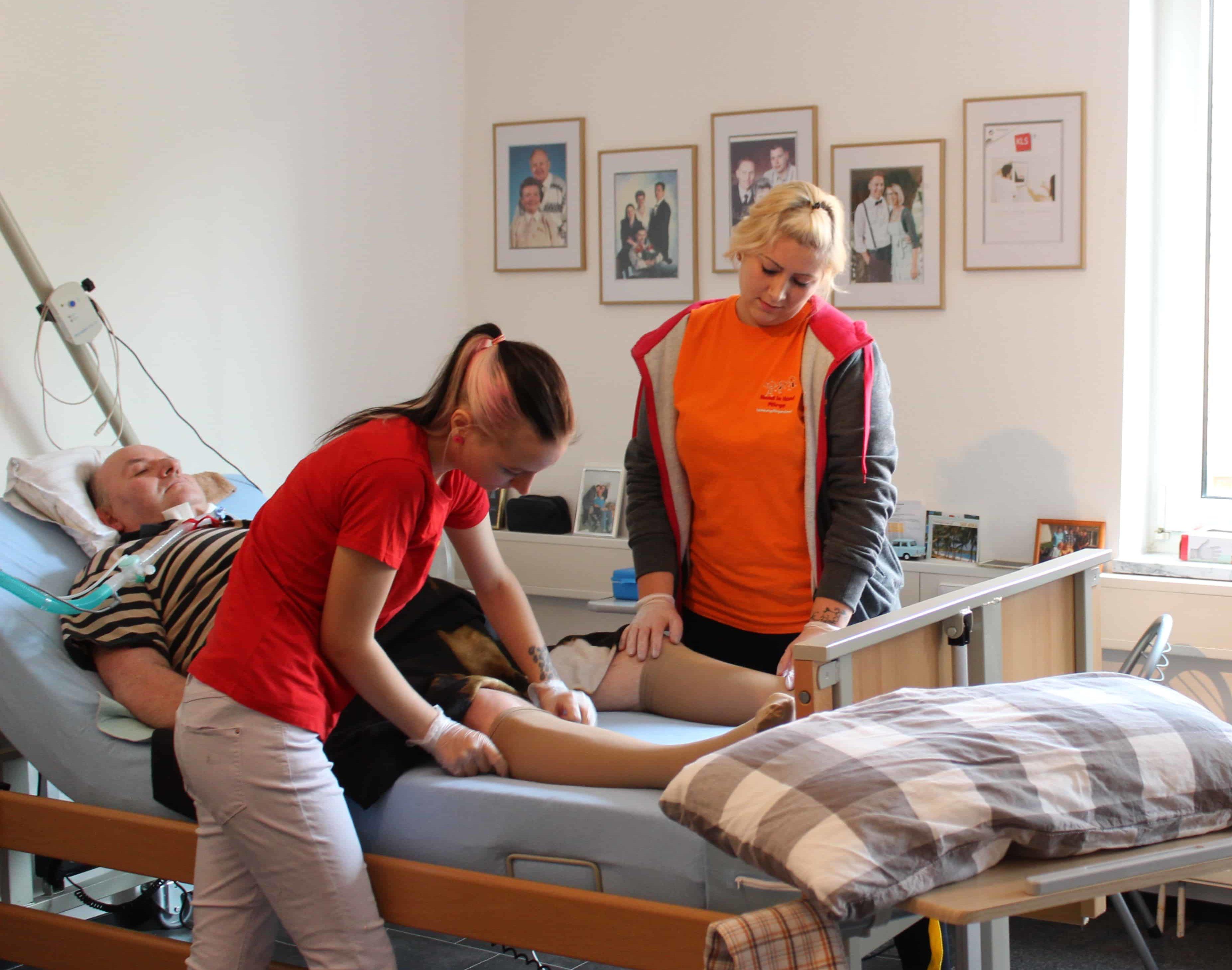 Auch in der Intensivpflege gehören grundlegende Pflegegriffe an die Tagesordnung.